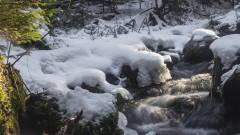 Слаб сняг на места, температурите достигат -12 градуса