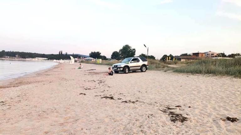 Министерството на туризма глобява това на спорта за незаконен паркинг върху плаж