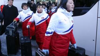 Хокеистките от Северна Корея пристигнаха за тренировки в съвместния отбор