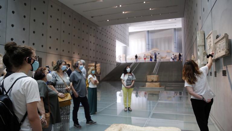 Гърция ще отмени задължителното носене на маски за лице на