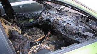 Разследват изгоряла кола на посолството ни в Гърция
