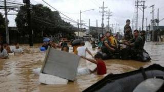 Най-малко 120 жертви на наводненията във Филипините