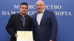 """Министър Кралев награди победителите доброволци от инициативата """"Мисията ДОБРОВОЛЕЦ – (не)възможна"""""""