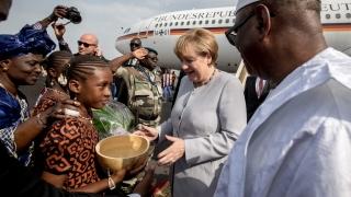 Меркел е на визита в Африка