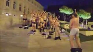 Австрийски ръгбисти отпразнуваха загуба със стриптийз (видео)