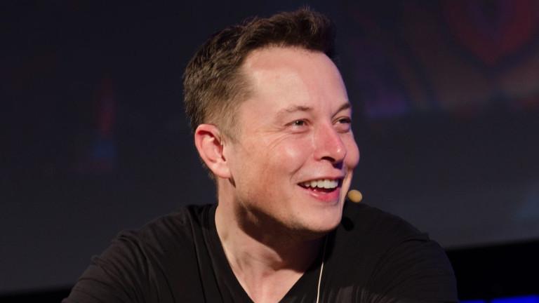 """Анализатор: Акциите на Tesla са """"развързани от действителността"""" и ще се сринат"""