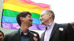 Румъния обмисля легализиране на гей браковете