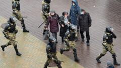 Нова тактика на протестите в Беларус, отново над 300 задържани