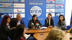 Корнелия Нинова иска да чете стенограмата от срещата във Варна