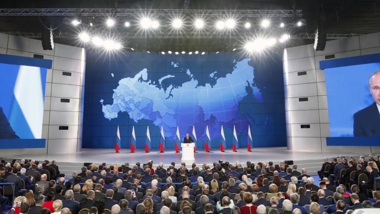 Снимка: Няма да се върнем към комунизма, обяви Путин пред парламента