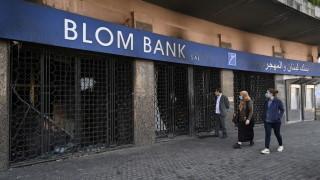 Ливанският паунд се срина с 50% за по-малко от 10 дни