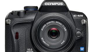 Olympus пуска двa ултратънки DSLR фотоапарати (видео)