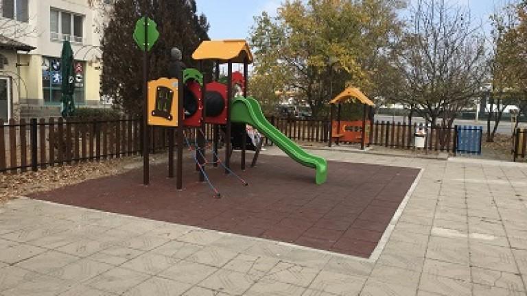 10 детски площадки в район