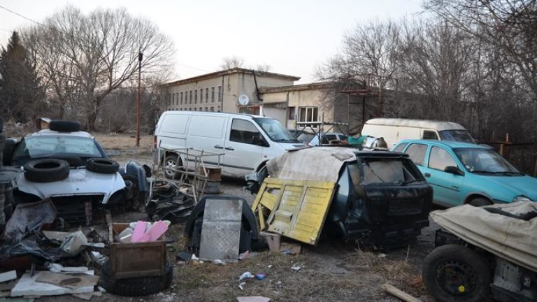 Откриха множество крадени авточасти в автоморга в Перник