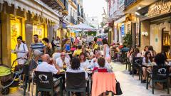 Испания е приела рекордните 75 милиона туристи през 2016-а