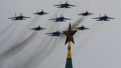 Авиопарад в небето на Москва над карантиниран Червен площад