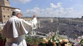 Папата заклейми потисническите режими, зове за сдържаност