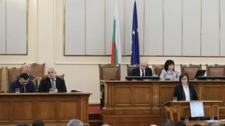 Нинова захапа Борисов, че не може да прави реформи, той до час решава за винетките