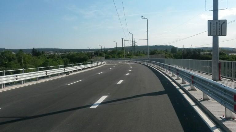 Мантинелите на Аспаруховия мост не били правилните