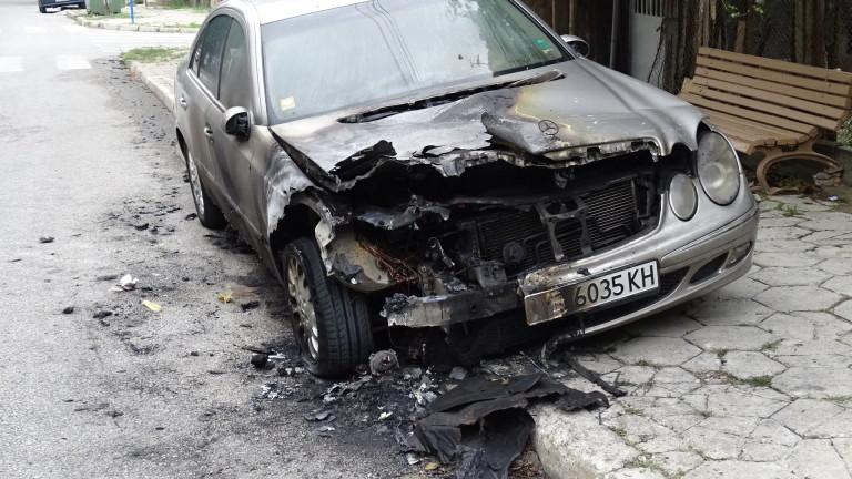 В Старозагорската окръжна прокуратура разследват палеж на два автомобила. Сигналът