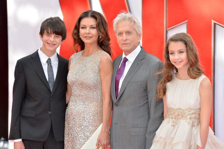 С децата си Карис (14) и Дилън (17)