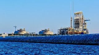 """Петролни гиганти правят """"бърза писта"""" за втечнен газ за $31 милиарда"""