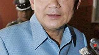 Сваленият тайландски премиер пристигна в Лондон