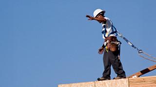 Инспекцията по труда проверява безопасността на строителите на височина