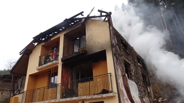 Мъж загина при пожар в дома си в Суходол, съобщиха