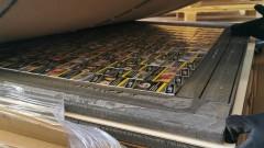 Иззеха над 1800 кутии цигари, укрити в дървени панели