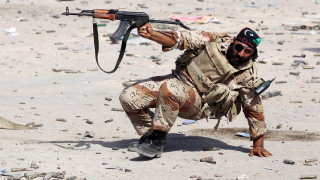 Хафтар бомбардира военно училище в Триполи