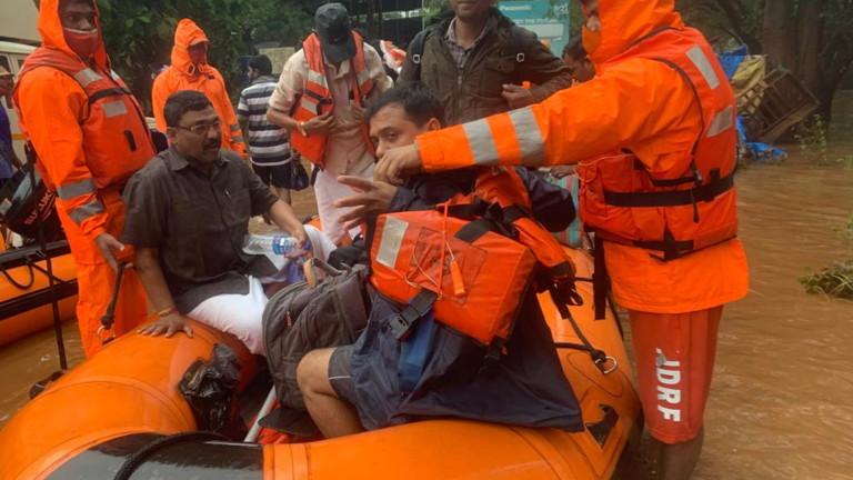 Над 100 са жертвите на наводнения в западния индийски щат