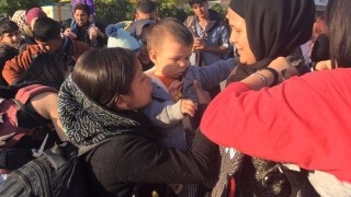 Доброволци дарили 80 хил. долара сирийските бежанци в Европа