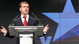 Руснаците не слушат и не чуват Медведев