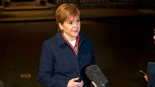 Стърджън: Британската парламентарната система е счупена