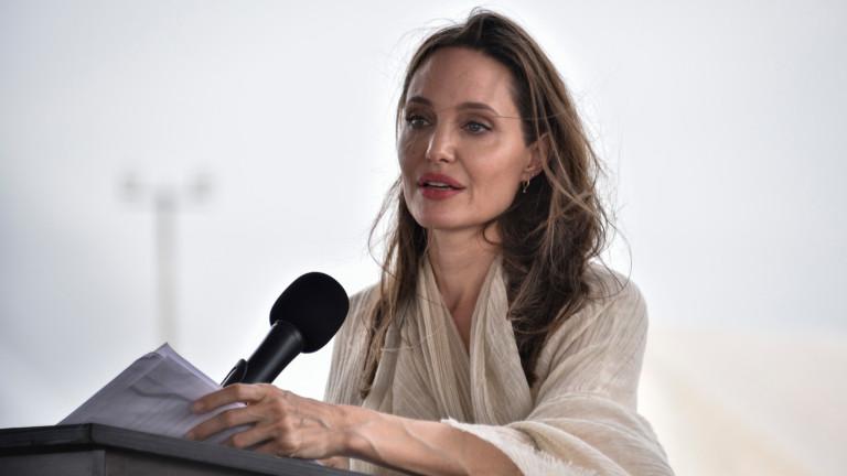 През октомври Анджелина Джоли ще се появи отново като Злодеида