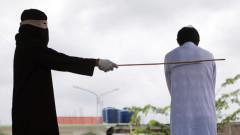 В Индонезия биха с пръчка активист на шариата, сбъркал с омъжена жена