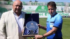 Министър Кралев награди Веселин Мишев за рекорд в елитния футбол