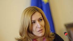 57 лева за чадър и шезлонг е абсурдно, изумена министър Ангелкова