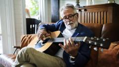 Светлина в тунела: Как пандемията изстреля търсенето на музикални инструменти