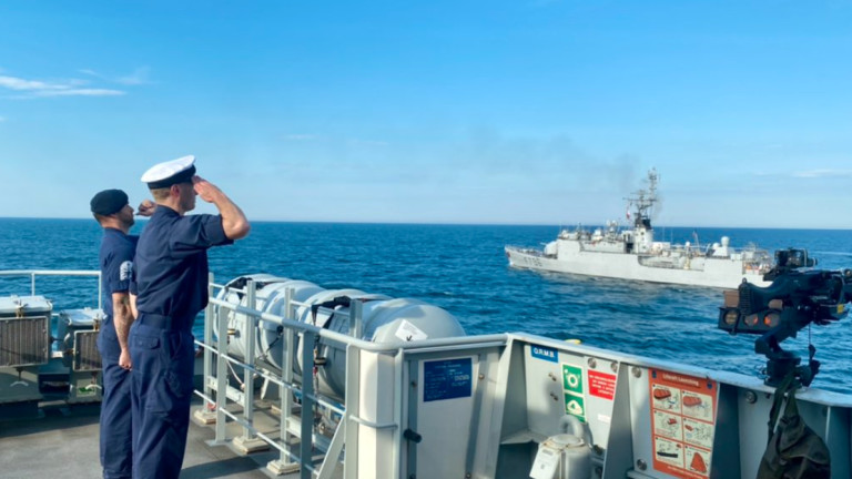 Британски и френски кораби осигуряват сигурност на съюзниците в Черно море