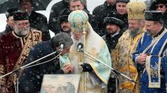 Бог да пази България цяла, непокътната и мирна, пожела патриархът