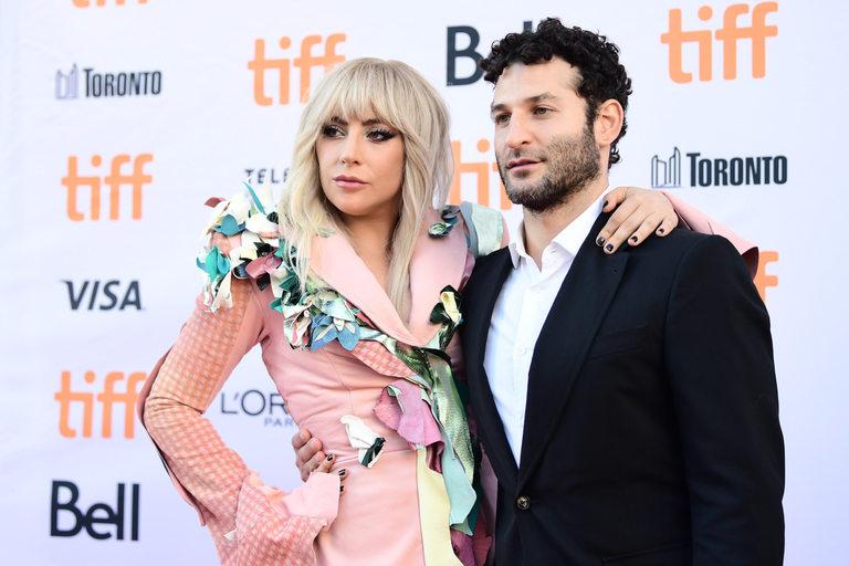 Гага и Крис Муркабел - режисьор на документалната лента за нея