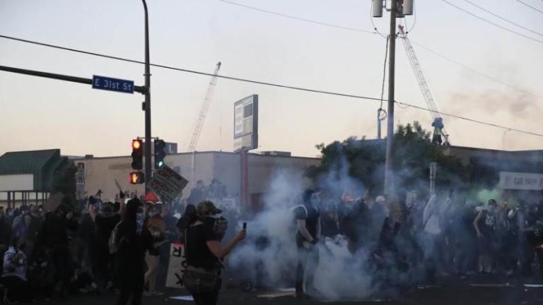 Убийство на чернокож от полицията предизвика протести до Минеаполис