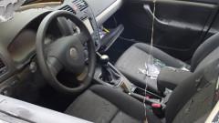 """Кола без шофьор се """"разходи"""" по булевард и се заби в такси и дърво"""