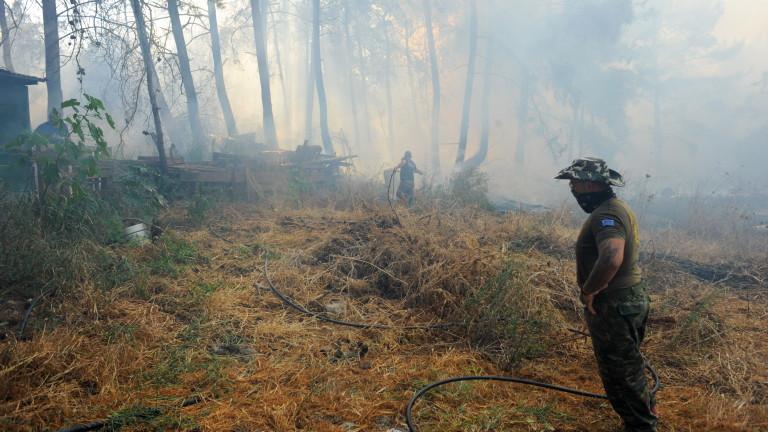 Голям пожар избухна в близост до индустриална зона край Атина,