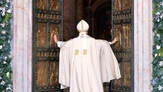 """Папа Франциск отвори """"Светата врата"""" за Юбилея на Милосърдието"""