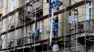 Разходите за труд растат най-бързо в администрацията и строителството
