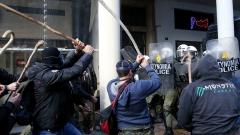 Цигани бият гръцки полицаи в Лариса
