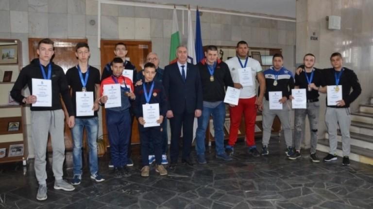 Кметът на Община Видин връчи грамоти на изявени спортисти